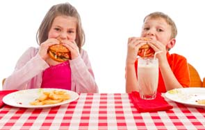 לאכול עם הילדים