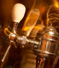 ארבעה עשר ברזי בירה ב-Bell Wood Bar