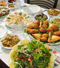 המנות זורמות במסעדת אבו חאלד נתניה