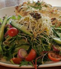 סלט בארוחה עסקית - ברודווי בייגל חיפה