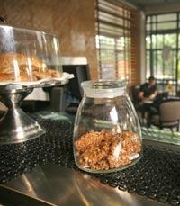 לפעמים העסקים הם רק תירוץ - קפה קפה כפר שמריהו