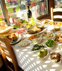 לא פחות מ-23 צלחות על השולחן - הזקן והים יפו
