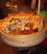 דוכן אוכל בשוק הלילה בצ'אנג מאי - אוכלים בתאילנד