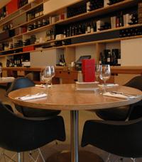 מזנון יינות גדול ומרשים במסעדת מודרן ירושלים