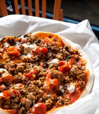 אסף גרניט ממחניודה מציע פיצה חמשוקה בגוסטו