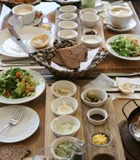 פולה במושבה - מתחילים בארוחת בוקר