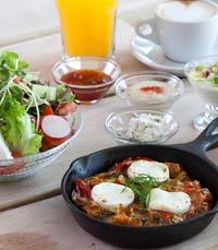 ארוחת בוקר בבריבה - נמל תל אביב