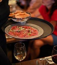 לחם יין, ביסטרו-בר-מסעדה ביהוד