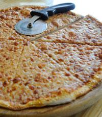 הפיצה יוצאת חמימה ופריכה