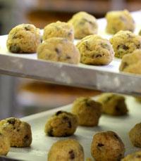 מדפי עוגיות במתוקים של זיו