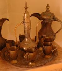 פריטים עתיקים במסעדת הפינג'אן ירושלים