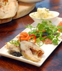 נתחי דג עבים במסעדת הלנה, קיסריה
