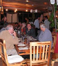 קהל מאזינים במסעדת אדמה, זכרון יעקב
