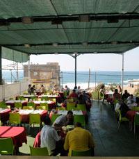 הזקן והים: ארוחה מול הים