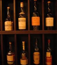 היא שותה לא רע Bell Wood Bar ירושלים