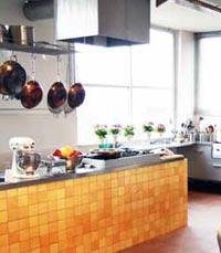 מטבח גדול ומצויד בשפע - פודסטפס תל אביב