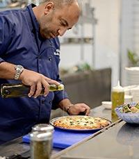 יד יצירתית ובטוחה של השף