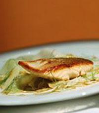 תפריט עם דגים במסעדת חדר האוכל