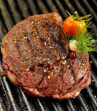במסעדת ישראל בשרים על האש יודעים לטפל בבשר