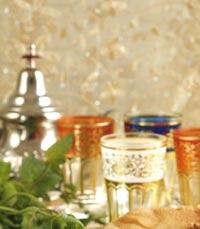 תה מרוקאי בקנקן מעוטר
