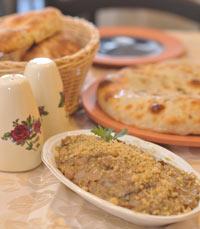 מאפים פריכים אפופי תבלינים במסעדת בית חצ'פורי בת ים