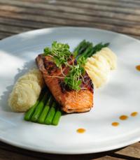 ממנות הדגים של מסעדת מונא ירושלים