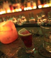 מרימים כוסית בפאב אופסייד