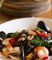 אוכלי השרצים חיסלו את הצלחת בהנאה - שבוע סרדיניה ברוסטיקו