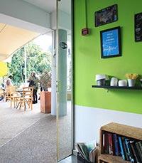 בית קפה שכונתי מזמין