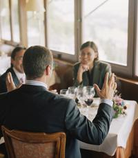 פגישת עבודה במסעדה? קליק
