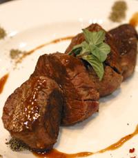 הבשר הומלח ופולפל במקצועיות