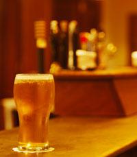 שותים בערב בפראג הקטנה