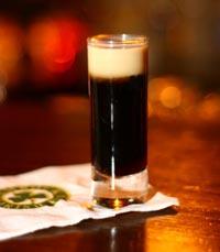 מחכים לכם עם בירה בפאב