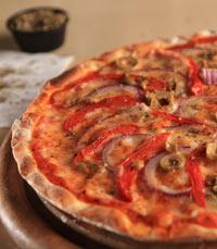 פיצה דקה, מחולקת למשולשים קטנים - מרלה סינגר פתח תקווה
