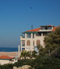 נוף הים לאורכה של שכונת עג'מי