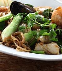 באוויר ניחוחות של אוכל רחוב תאילנדי
