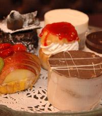עוגות רבות לפסח במגדניית פרש